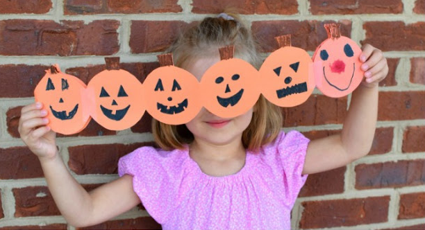 Jack o lantern paper chain perfect for halloween