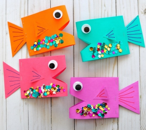 A colorful paper fish craft for kids this summer