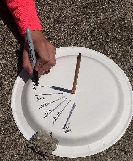 Relógio de sol de placa de papel uma atividade STEM solar