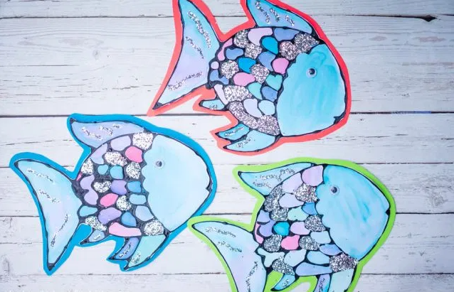 An adorable rainbow fish craft for kids this summer