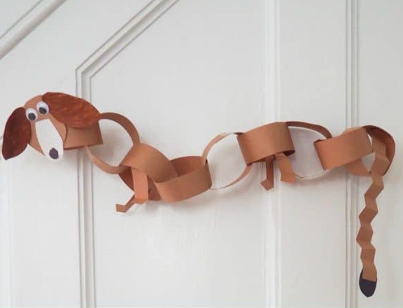 slinky dog paper chain that your kids will surely like